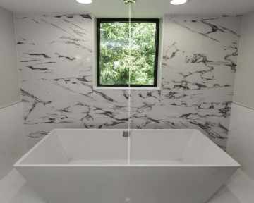 Bathroom Waterfall Tub