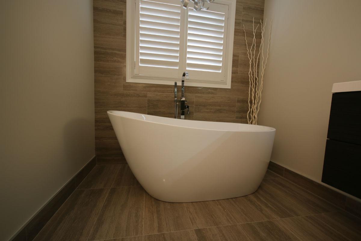 Oakville Standalone Bathtub