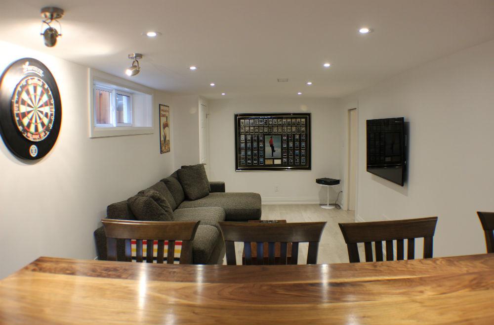 Toronto Basement Family Room & Bar